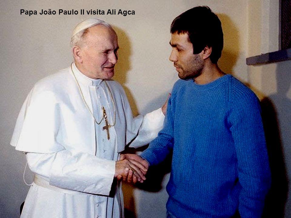 Papa João Paulo II visita Ali Agca