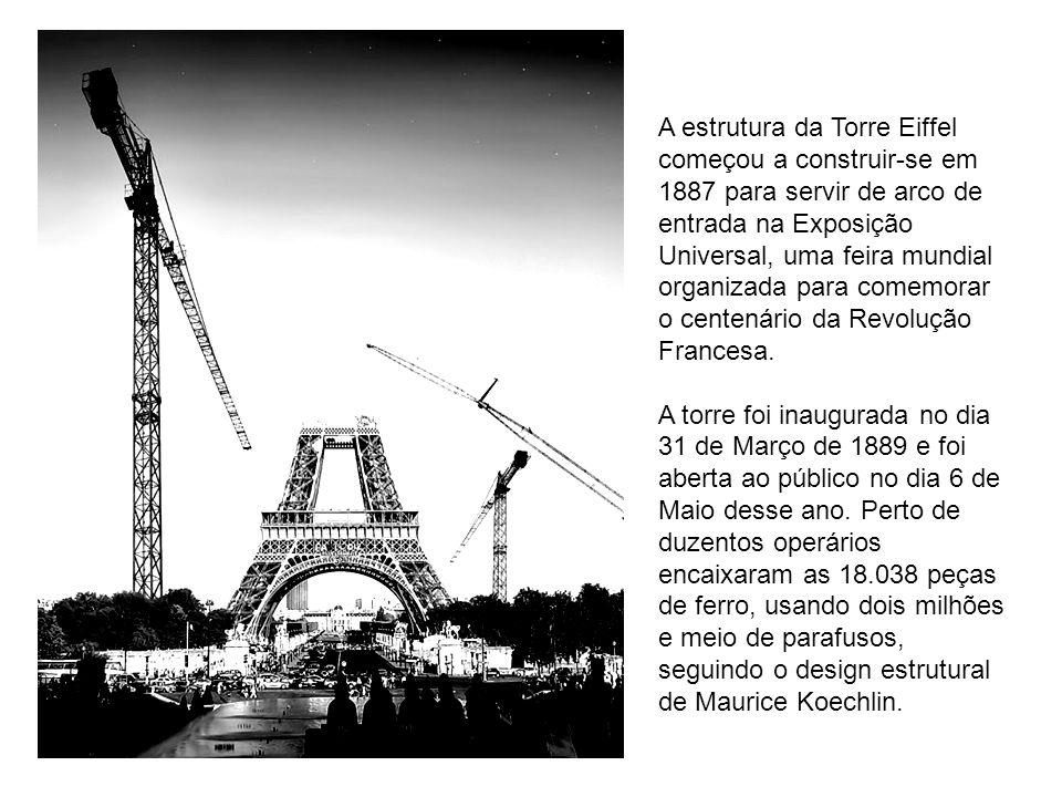 A estrutura da Torre Eiffel começou a construir-se em 1887 para servir de arco de entrada na Exposição Universal, uma feira mundial organizada para co