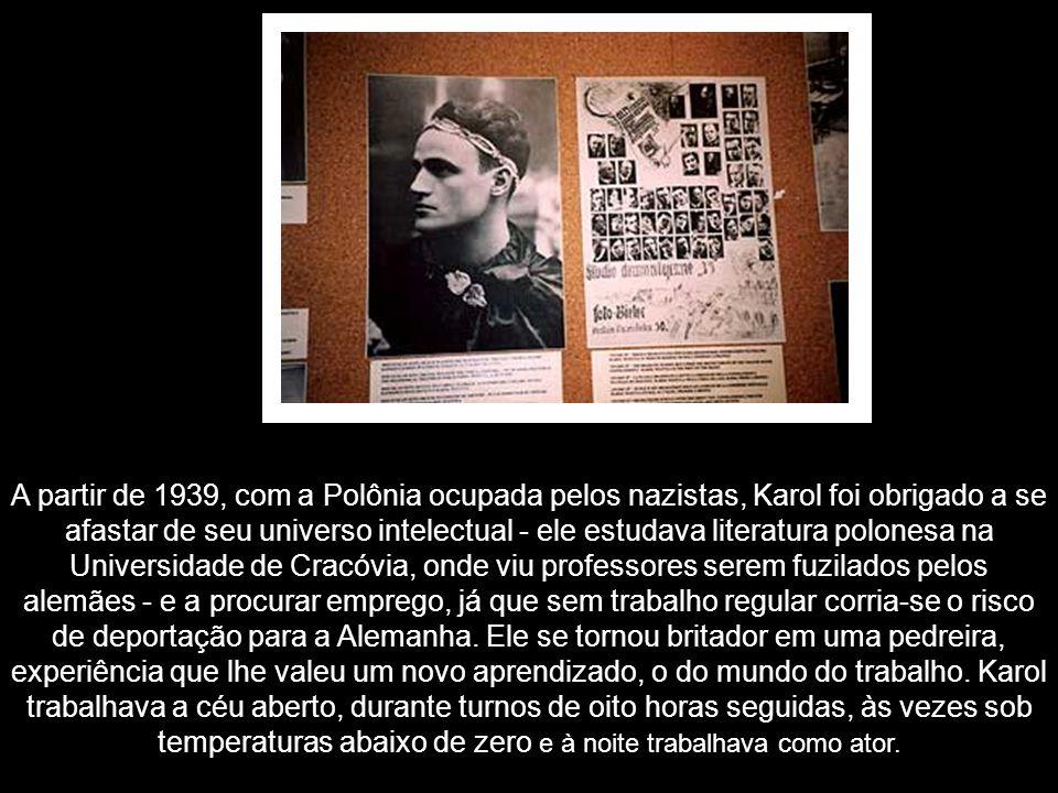 A partir de 1939, com a Polônia ocupada pelos nazistas, Karol foi obrigado a se afastar de seu universo intelectual - ele estudava literatura polonesa