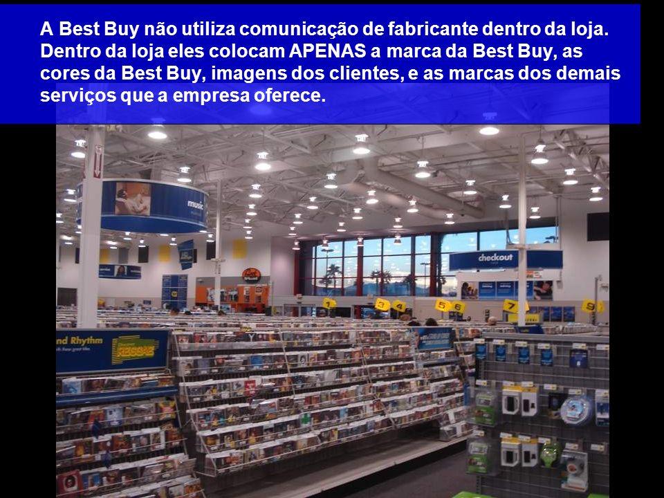 A Best Buy não utiliza comunicação de fabricante dentro da loja. Dentro da loja eles colocam APENAS a marca da Best Buy, as cores da Best Buy, imagens