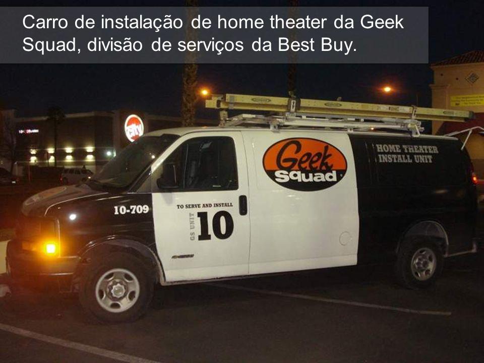 Carro de instalação de home theater da Geek Squad, divisão de serviços da Best Buy.