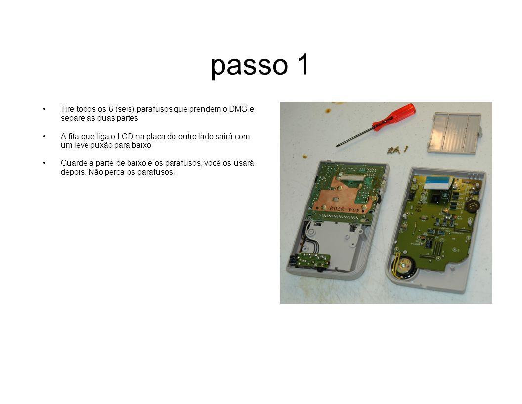 passo 1 Tire todos os 6 (seis) parafusos que prendem o DMG e separe as duas partes A fita que liga o LCD na placa do outro lado sairá com um leve puxã