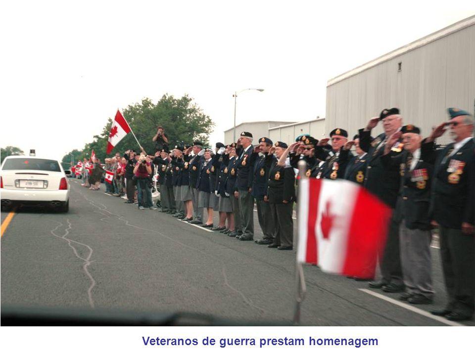Veteranos de guerra prestam homenagem
