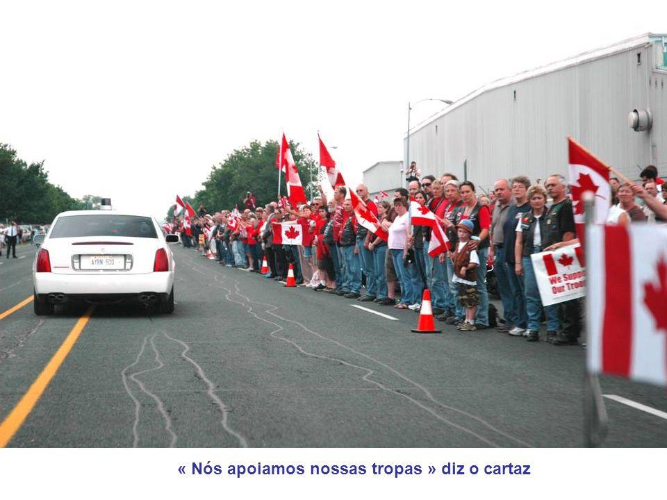 « Nós apoiamos nossas tropas » diz o cartaz