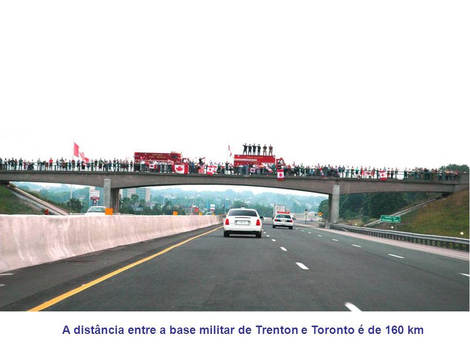 A distância entre a base militar de Trenton e Toronto é de 160 km