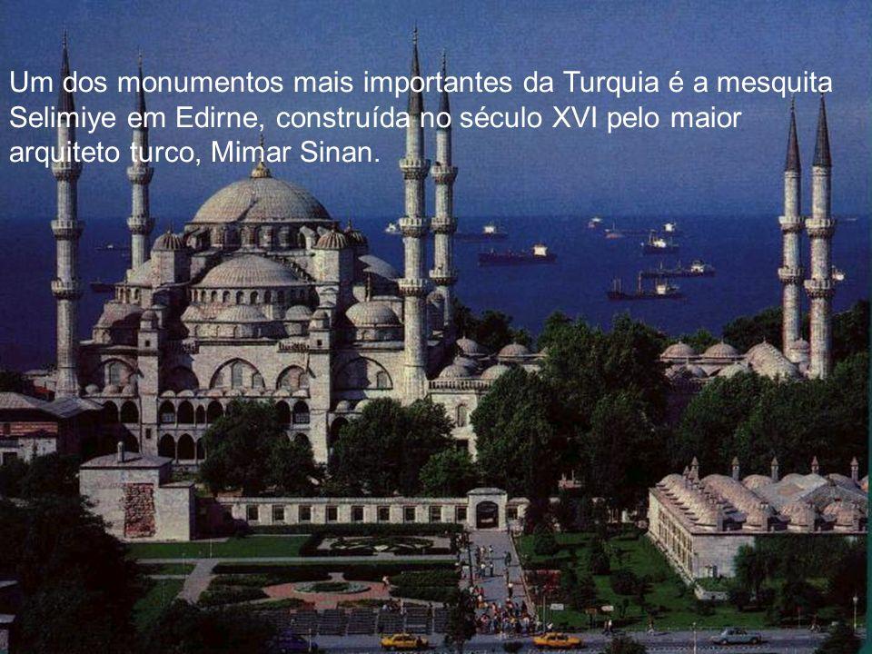 Um dos monumentos mais importantes da Turquia é a mesquita Selimiye em Edirne, construída no século XVI pelo maior arquiteto turco, Mimar Sinan.