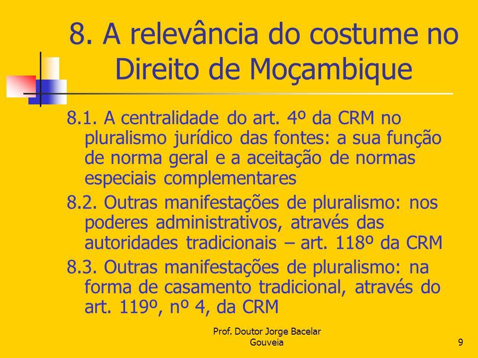 Prof. Doutor Jorge Bacelar Gouveia9 8. A relevância do costume no Direito de Moçambique 8.1. A centralidade do art. 4º da CRM no pluralismo jurídico d