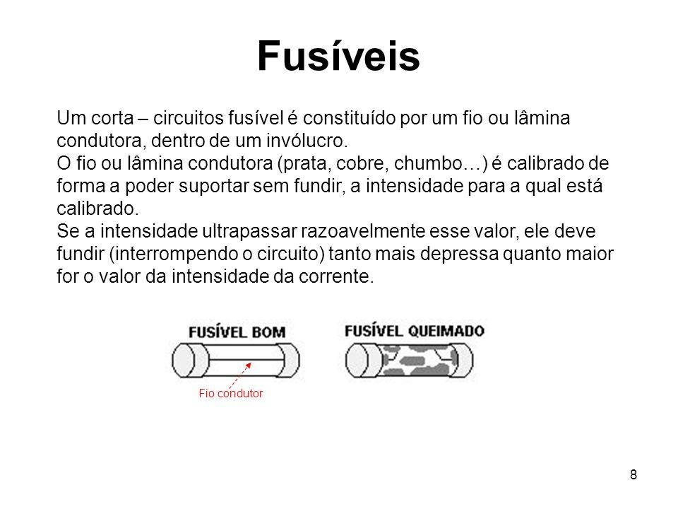 8 Fusíveis Um corta – circuitos fusível é constituído por um fio ou lâmina condutora, dentro de um invólucro. O fio ou lâmina condutora (prata, cobre,