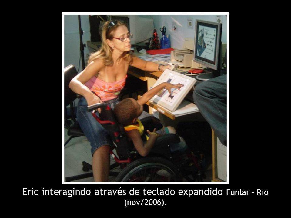 Eric interagindo através de teclado expandido Funlar – Rio (nov/2006).