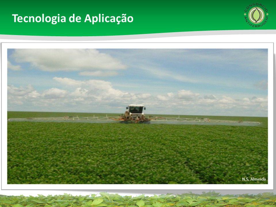 Aplicar o fungicida no alvo correto, com cobertura adequada (mínimo de 60 gotas/cm 2 ) Tecnologia de aplicação é fundamental para eficiência do controle químico Tecnologia de aplicação é fundamental para eficiência do controle químico J.T.