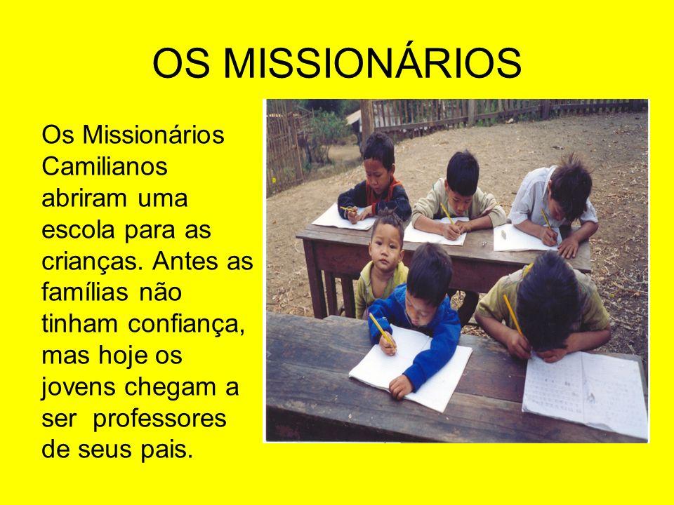 OS MISSIONÁRIOS Os Missionários Camilianos abriram uma escola para as crianças. Antes as famílias não tinham confiança, mas hoje os jovens chegam a se
