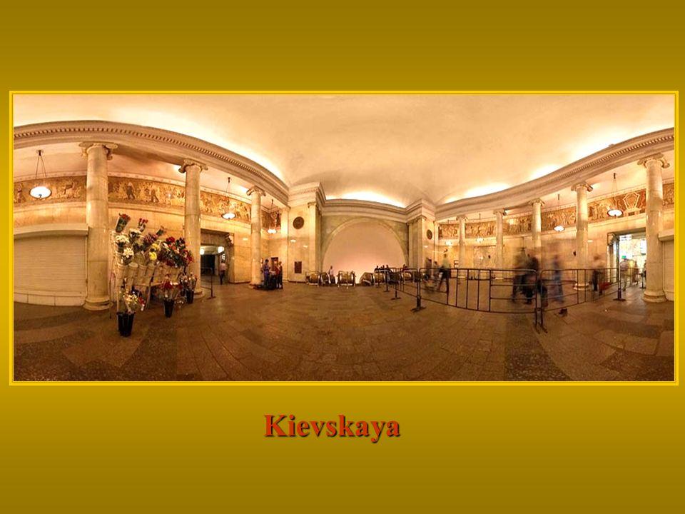 Kievskaya Continue clicando, para completar a sua visita a este magnífico metrô...