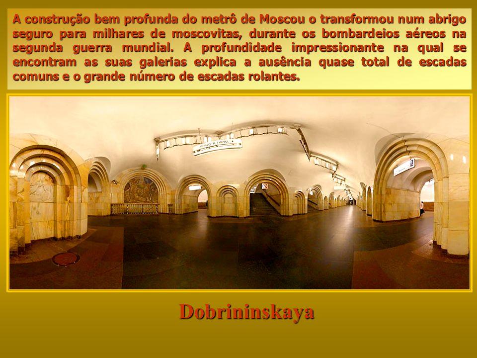 Dobrininskaya A construção bem profunda do metrô de Moscou o transformou num abrigo seguro para milhares de moscovitas, durante os bombardeios aéreos na segunda guerra mundial.
