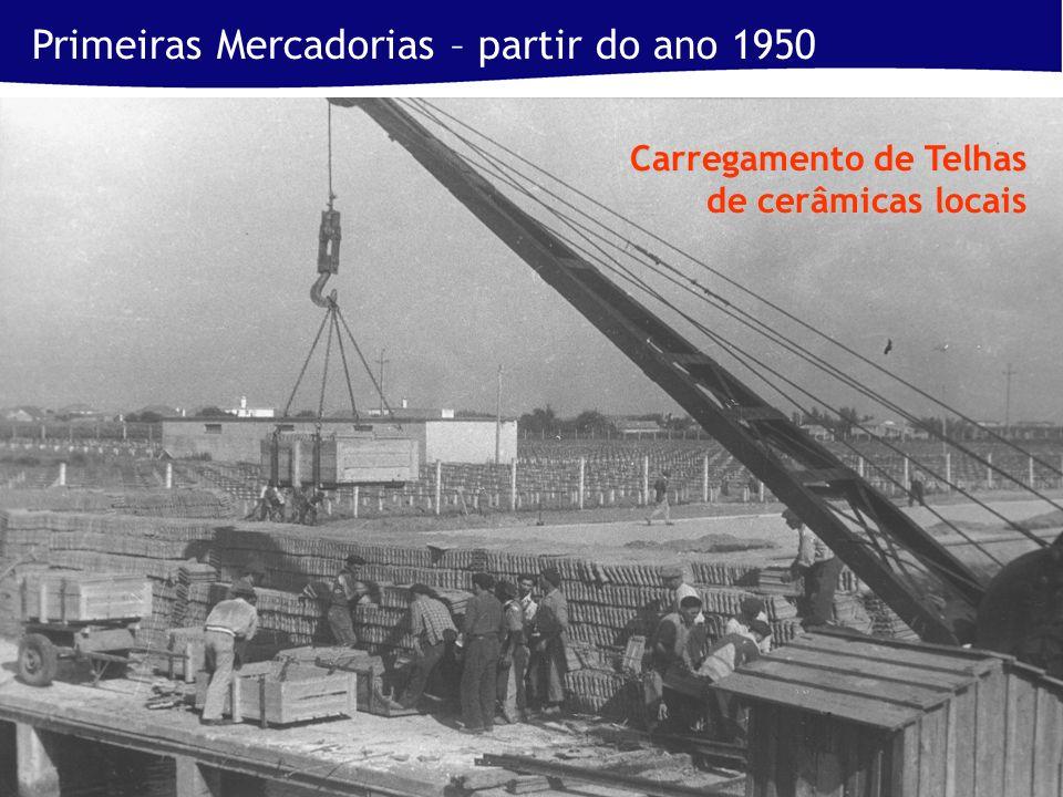 Primeiras Mercadorias – partir do ano 1950 Carregamento de Telhas de cerâmicas locais
