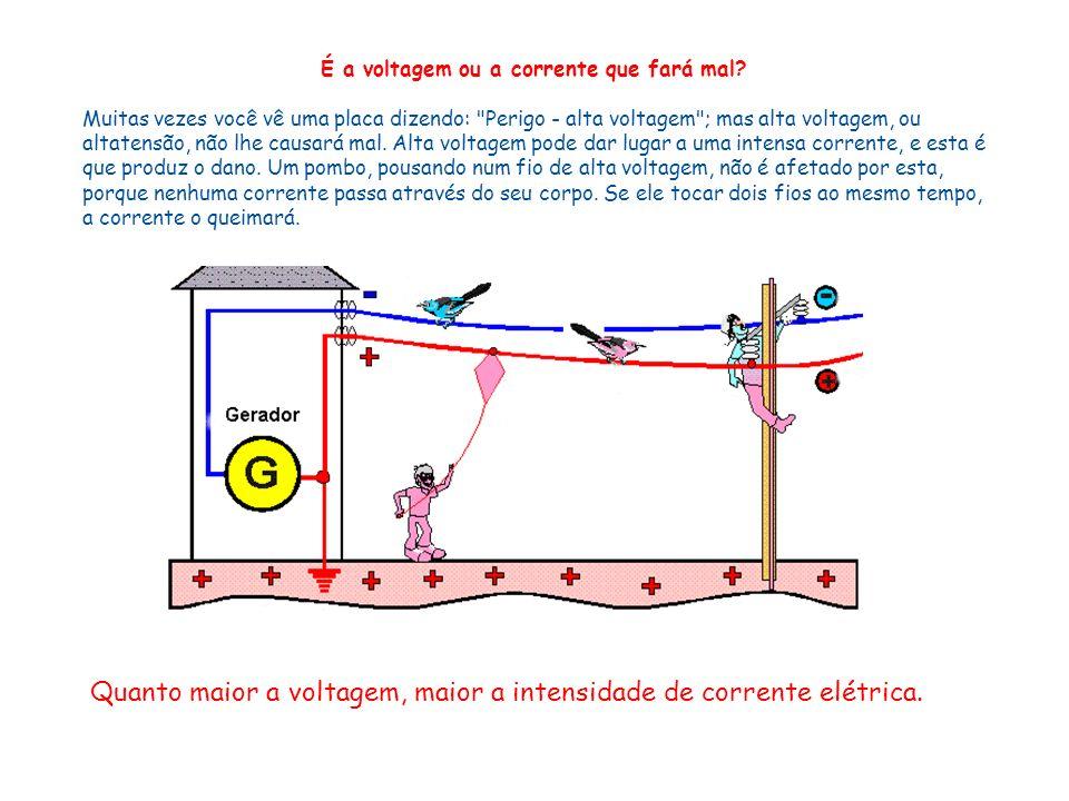 É a voltagem ou a corrente que fará mal? Muitas vezes você vê uma placa dizendo: