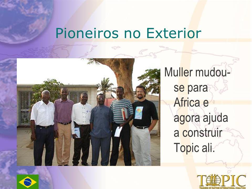 Pioneiros no Exterior Muller mudou- se para Africa e agora ajuda a construir Topic ali.