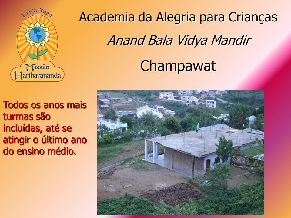 Todos os anos mais turmas são incluídas, até se atingir o último ano do ensino médio. Academia da Alegria para Crianças Anand Bala Vidya Mandir Champa