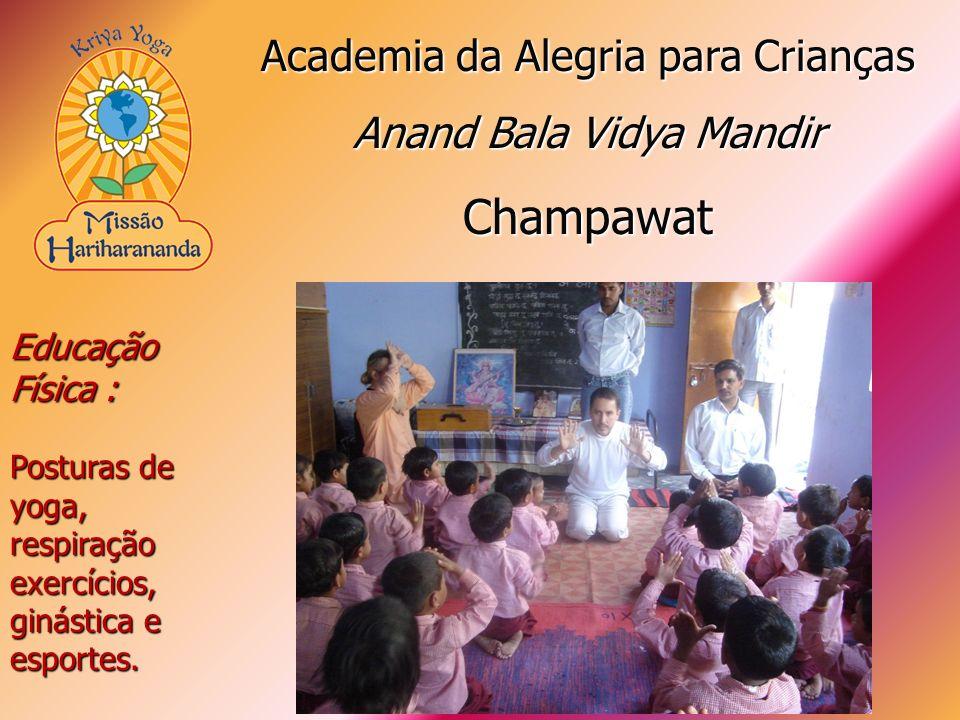 Educação Física : Posturas de yoga, respiração exercícios, ginástica e esportes. Academia da Alegria para Crianças Anand Bala Vidya Mandir Champawat