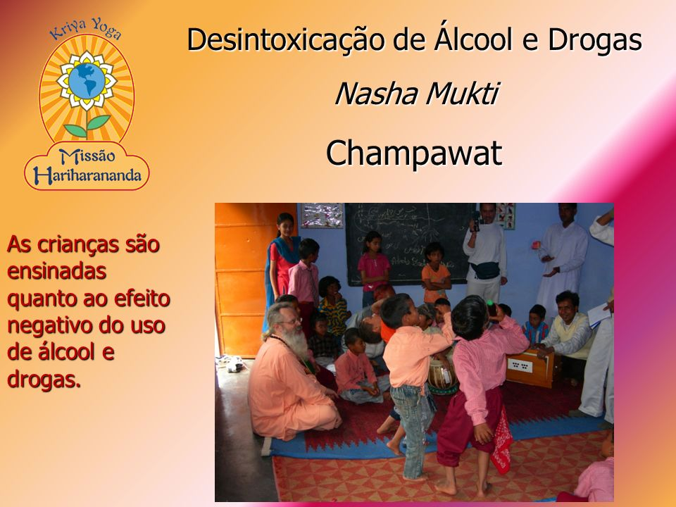 As crianças são ensinadas quanto ao efeito negativo do uso de álcool e drogas. Desintoxicação de Álcool e Drogas Nasha Mukti Champawat