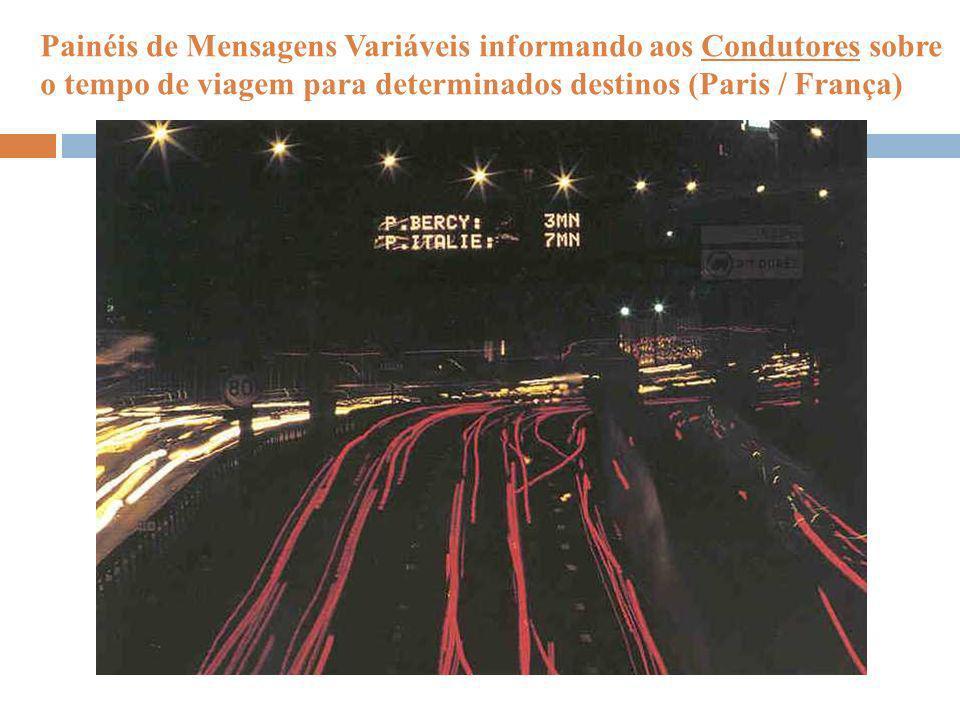Painéis de Mensagens Variáveis informando aos Condutores sobre o tempo de viagem para determinados destinos (Paris / França)