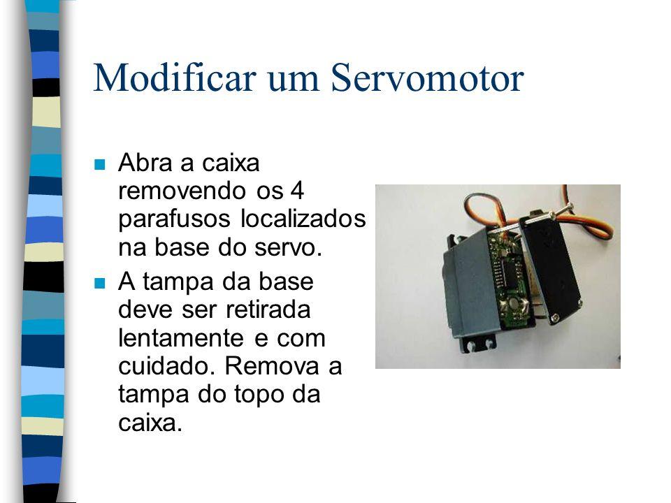 Modificar um Servomotor n Abra a caixa removendo os 4 parafusos localizados na base do servo. n A tampa da base deve ser retirada lentamente e com cui