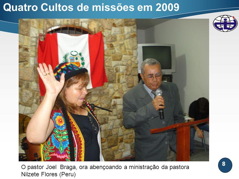 8 Quatro Cultos de missões em 2009 O pastor Joel Braga, ora abençoando a ministração da pastora Nilzete Flores (Peru)