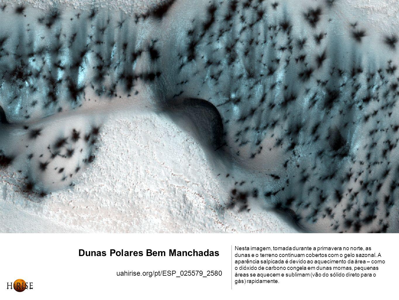 Dunas Polares Bem Manchadas uahirise.org/pt/ESP_025579_2580 Nesta imagem, tomada durante a primavera no norte, as dunas e o terreno continuam cobertos