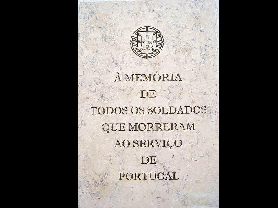 «Forte do Bom Sucesso (Lisboa) – Lápides 121, 122, 123» «nomes gravados, 21 de Agosto de 2008» «Ultramar.TerraWeb»