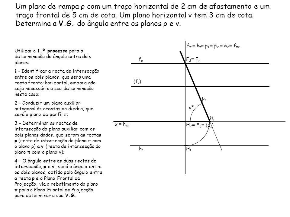 Um plano de rampa ρ com um traço horizontal de 2 cm de afastamento e um traço frontal de 5 cm de cota. Um plano horizontal ν tem 3 cm de cota. Determi