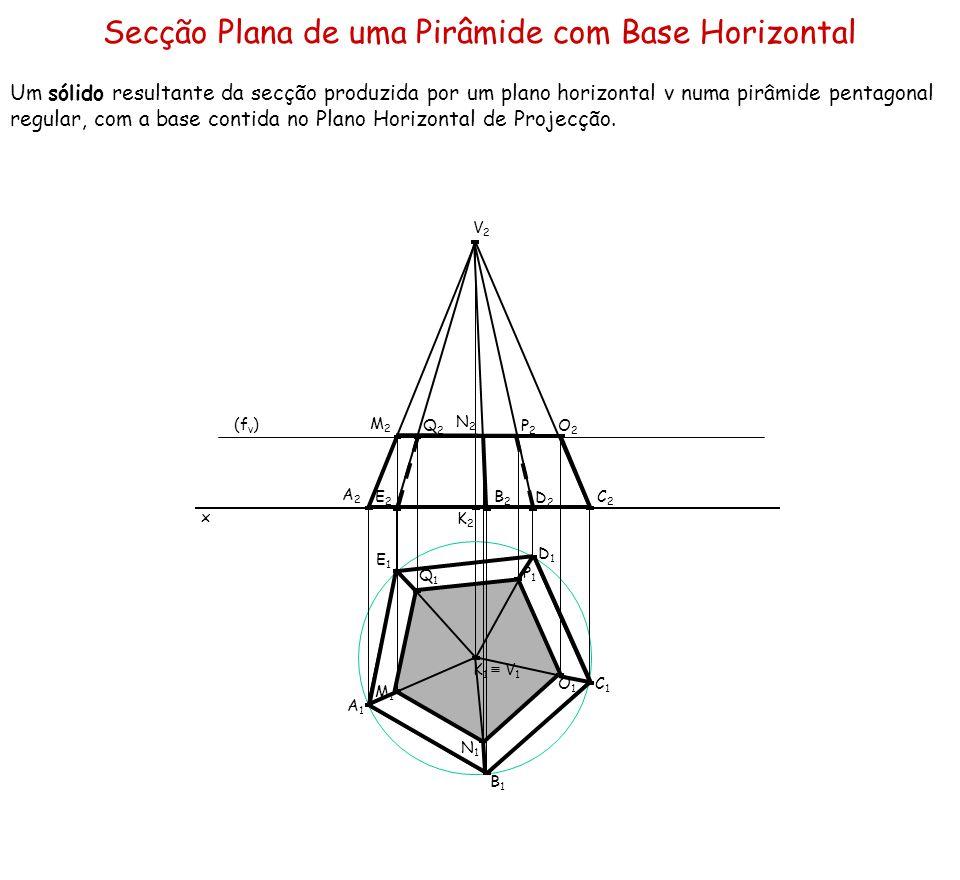 Secção Plana de uma Pirâmide com Base Horizontal Um sólido resultante da secção produzida por um plano horizontal ν numa pirâmide pentagonal regular,