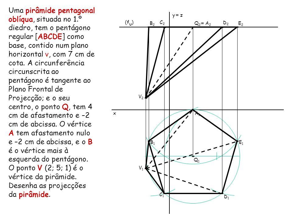 Uma pirâmide pentagonal oblíqua, situada no 1.º diedro, tem o pentágono regular [ABCDE] como base, contido num plano horizontal ν, com 7 cm de cota. A