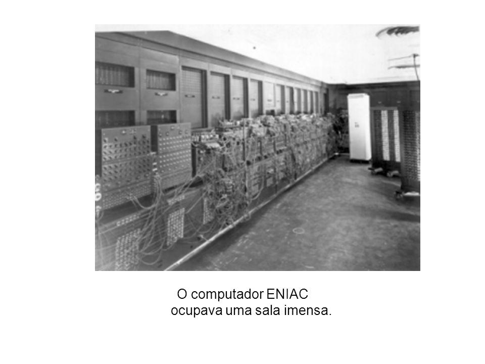1945 criado o Computador e Integrador Numérico Eletrônico, ou ENIAC (Electronic Numerical lntegrator and Computer), que nasceu da necessidade de resol