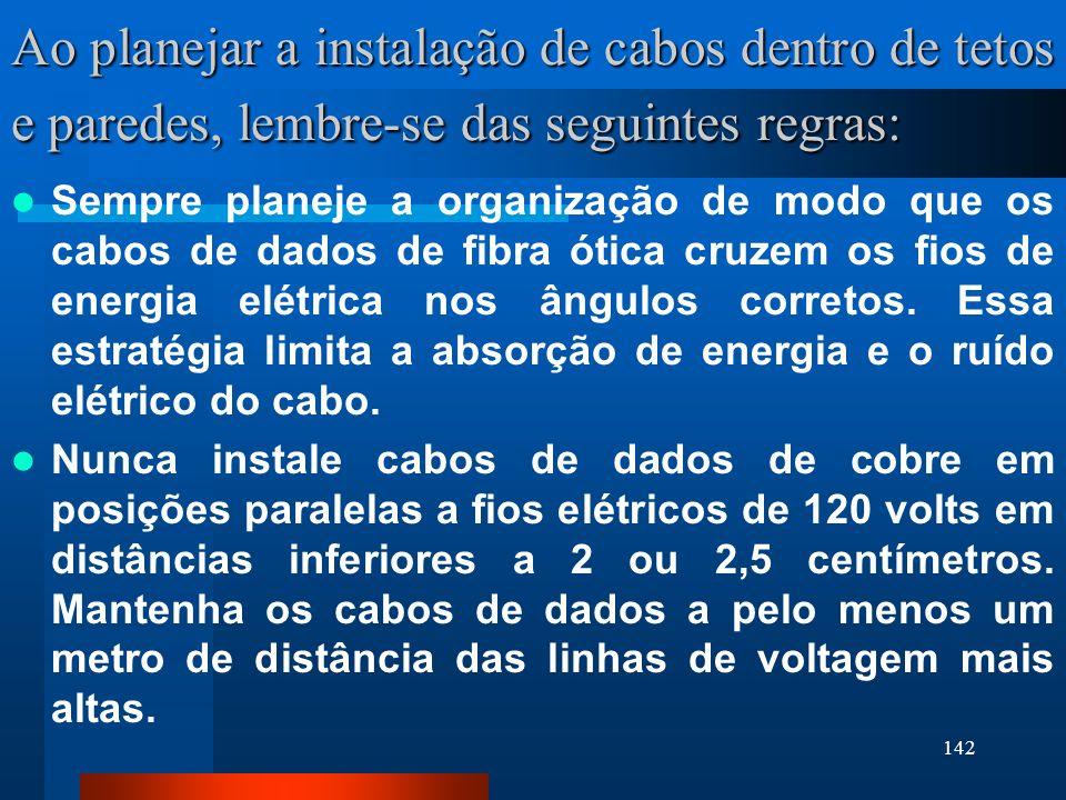 142 Ao planejar a instalação de cabos dentro de tetos e paredes, lembre-se das seguintes regras: Sempre planeje a organização de modo que os cabos de
