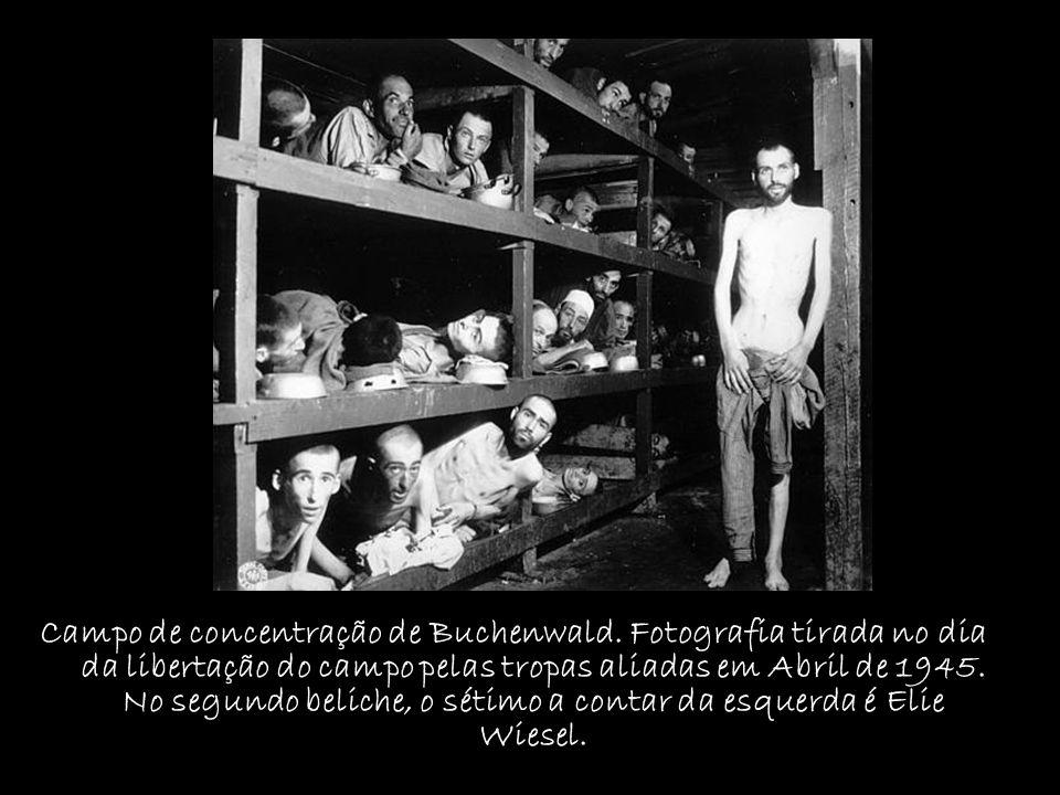Campo de concentração de Buchenwald. Fotografia tirada no dia da libertação do campo pelas tropas aliadas em Abril de 1945. No segundo beliche, o séti