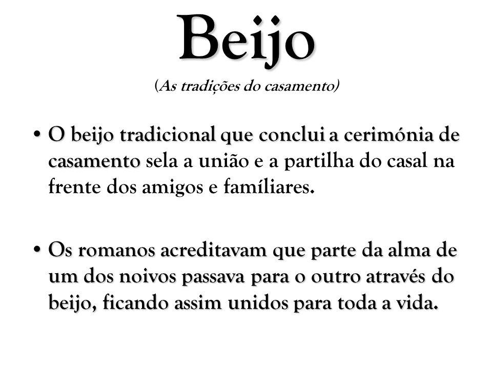 Beijo Beijo (As tradições do casamento) O beijo tradicional que conclui a cerimónia de casamento O beijo tradicional que conclui a cerimónia de casame