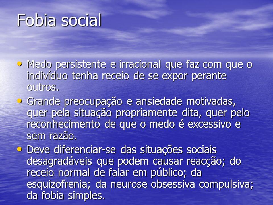 Fobia social Medo persistente e irracional que faz com que o indivíduo tenha receio de se expor perante outros. Medo persistente e irracional que faz