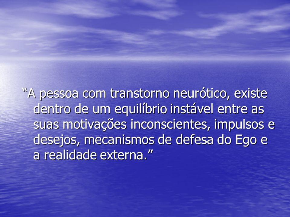 A pessoa com transtorno neurótico, existe dentro de um equilíbrio instável entre as suas motivações inconscientes, impulsos e desejos, mecanismos de d