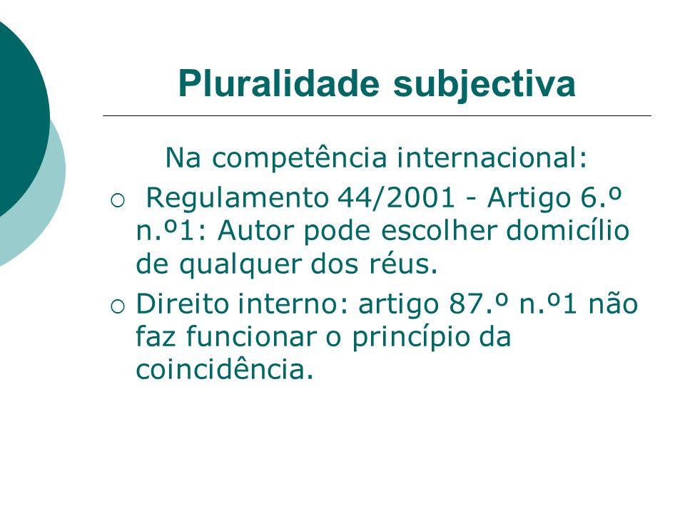 Pluralidade subjectiva Na competência internacional: Regulamento 44/2001 - Artigo 6.º n.º1: Autor pode escolher domicílio de qualquer dos réus. Direit