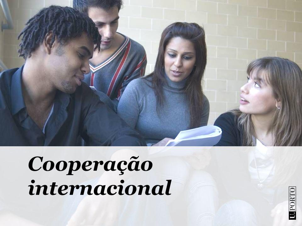 3 380Estudantes estrangeiros em 2011 (10,89% no total) 1 474Em programas de mobilidade internacional 501 No 1º ciclo (licenciatura) 404 No 2º ciclo (mestrado) 407No 3º ciclo (doutoramentos) 463Investigadores (incluíndo 139 de pós-doutoramento) 98Nacionalidades