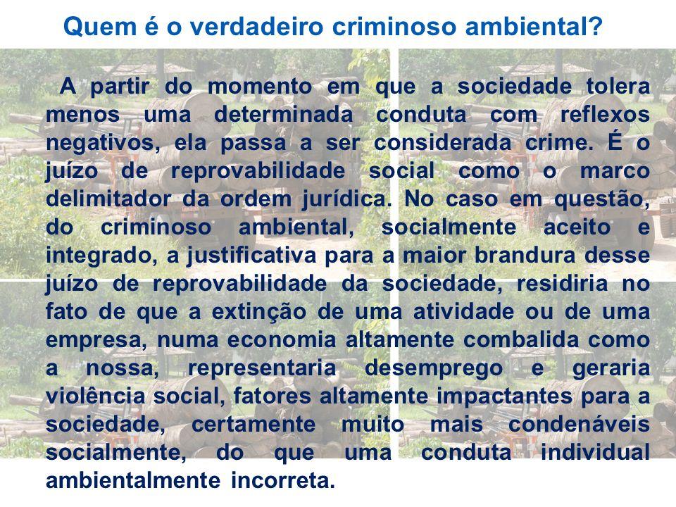 A partir do momento em que a sociedade tolera menos uma determinada conduta com reflexos negativos, ela passa a ser considerada crime. É o juízo de re
