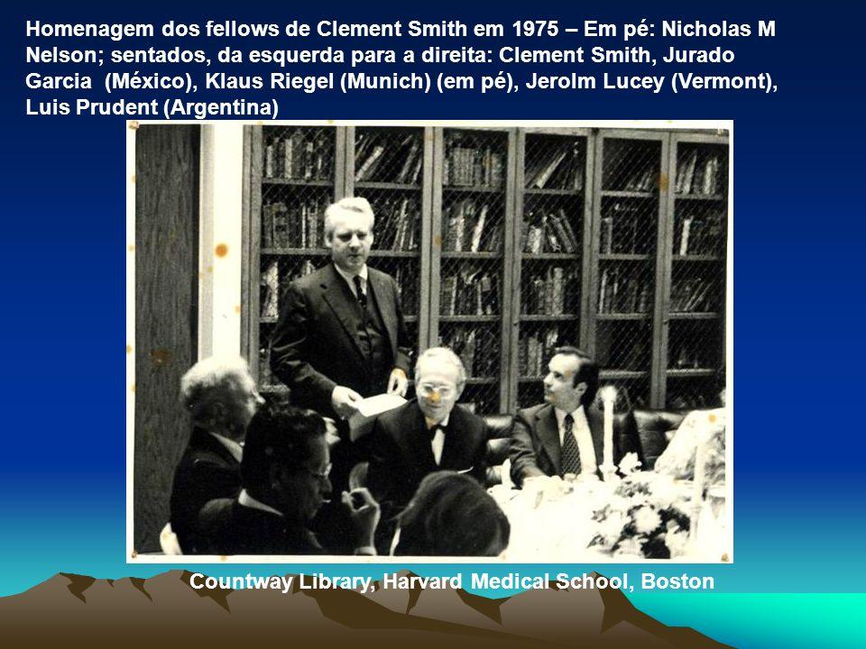 Homenagem dos fellows de Clement Smith em 1975 – Em pé: Nicholas M Nelson; sentados, da esquerda para a direita: Clement Smith, Jurado Garcia (México)