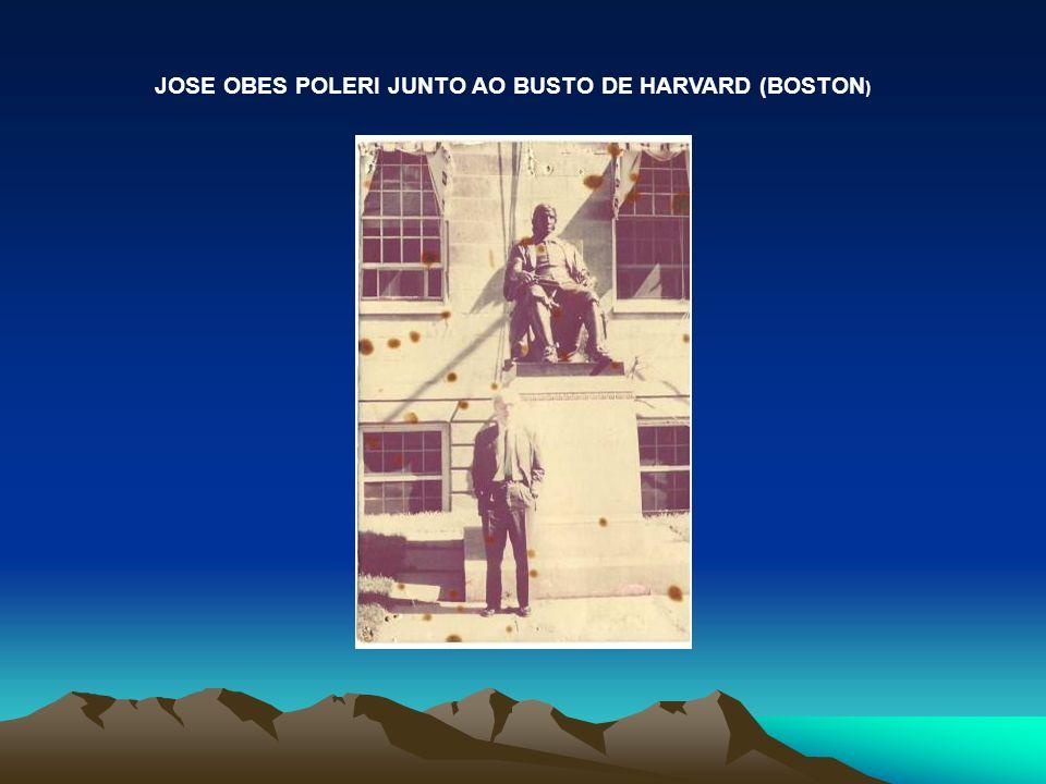 JOSE OBES POLERI JUNTO AO BUSTO DE HARVARD (BOSTON )