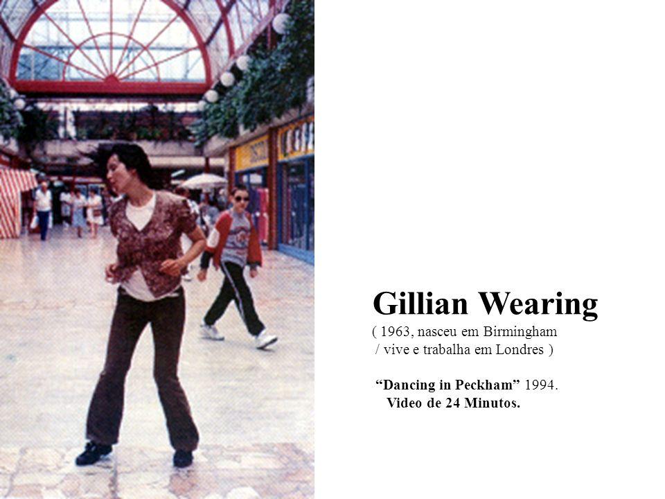 Gillian Wearing ( 1963, nasceu em Birmingham / vive e trabalha em Londres ) Dancing in Peckham 1994. Video de 24 Minutos.