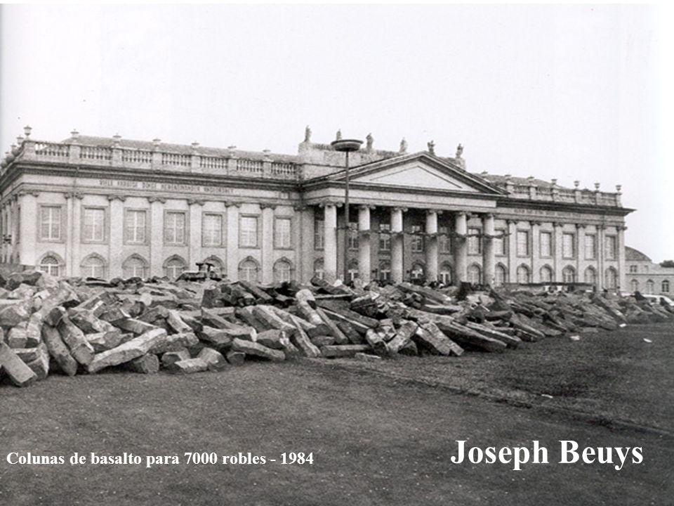 Colunas de basalto para 7000 robles - 1984 Joseph Beuys