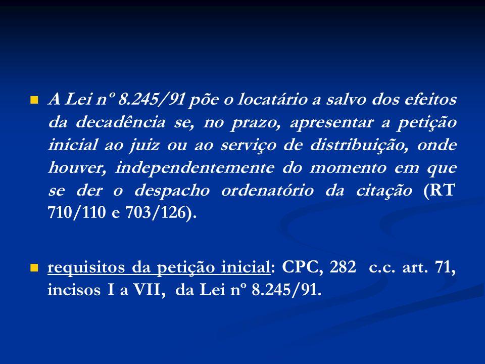 A Lei nº 8.245/91 põe o locatário a salvo dos efeitos da decadência se, no prazo, apresentar a petição inicial ao juiz ou ao serviço de distribuição,
