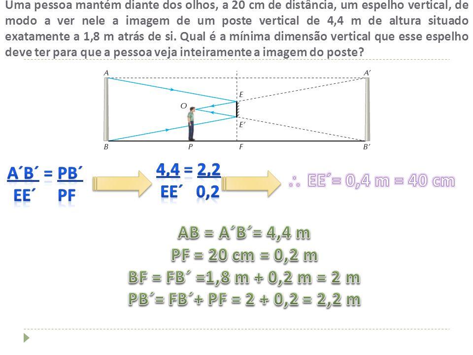 Uma pessoa mantém diante dos olhos, a 20 cm de distância, um espelho vertical, de modo a ver nele a imagem de um poste vertical de 4,4 m de altura sit