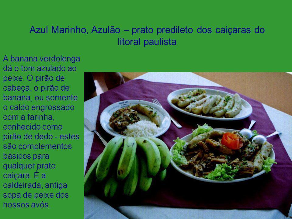 A banana verdolenga dá o tom azulado ao peixe. O pirão de cabeça, o pirão de banana, ou somente o caldo engrossado com a farinha, conhecido como pirão