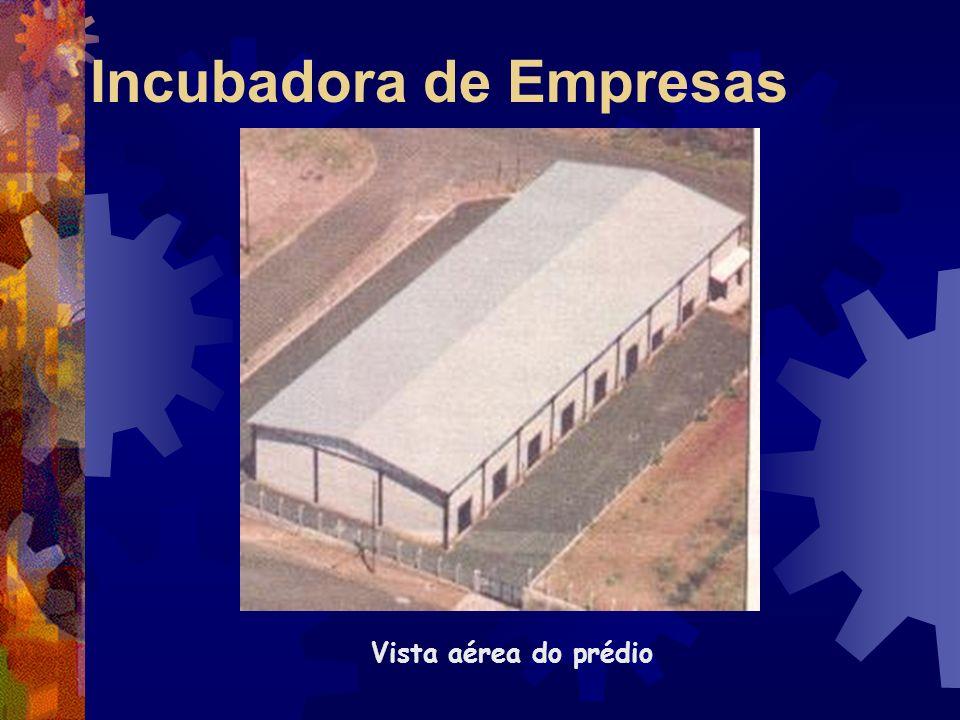 Usina Batatais Escritório Administrativo Parque industrial com destaque para os depósitos de açúcar Área de colheita mecanizada de cana crua.