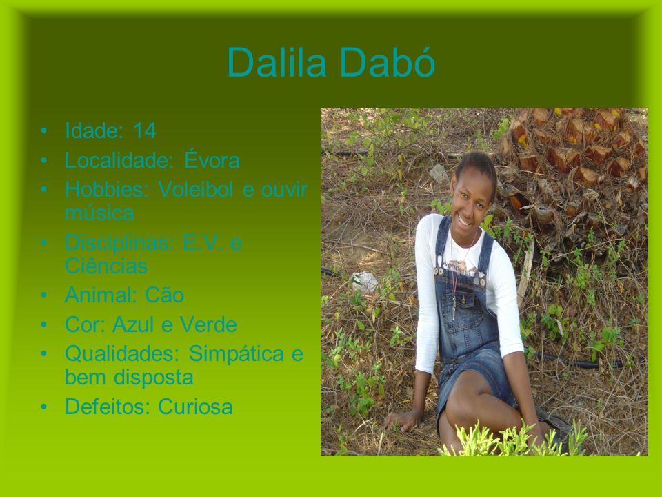Dalila Dabó Idade: 14 Localidade: Évora Hobbies: Voleibol e ouvir música Disciplinas: E.V. e Ciências Animal: Cão Cor: Azul e Verde Qualidades: Simpát