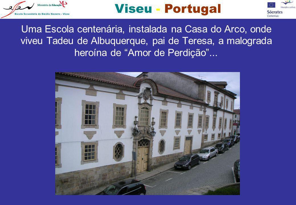Viseu - Portugal Uma Escola centenária, instalada na Casa do Arco, onde viveu Tadeu de Albuquerque, pai de Teresa, a malograda heroína de Amor de Perd